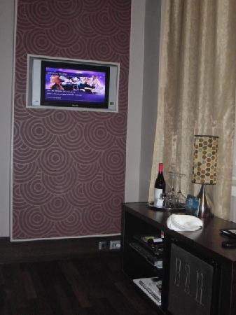 Klaus K Hotel: coin tele bar