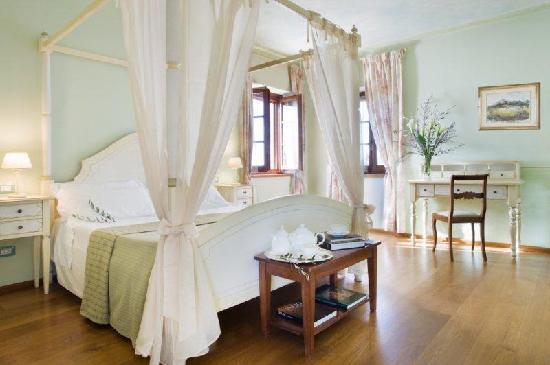 Aia Mattonata Relais: Superior room La Salvia