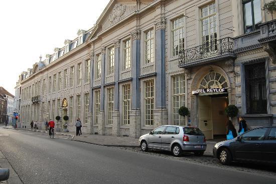 Sandton Grand Hotel Reylof: vue rue hôtel