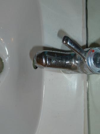 Hotel Pax: Wasserhahn verkalkt