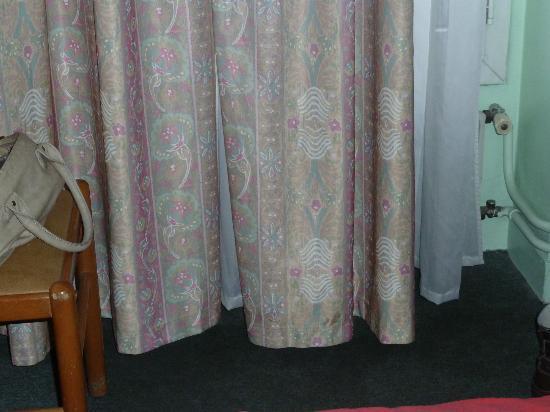 Hotel Pax: Vorhang