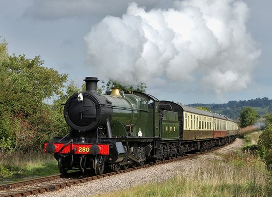 Челтенхем, UK: 2807 Steam Engine on the GWSR