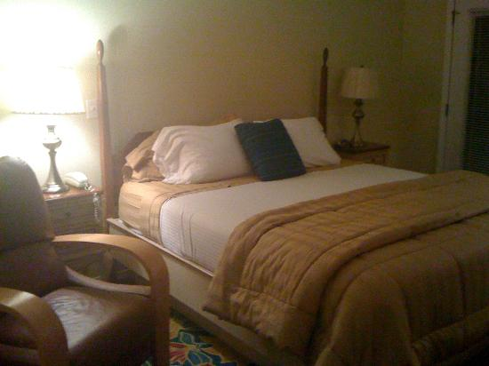 Bradford Inn: Master bed area