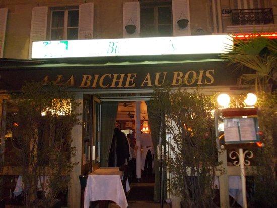 L 39 esterno del ristorante bild fr n a la biche au bois for L esterno del ristorante sinonimo