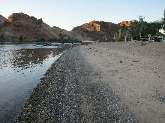 Echo Lodge Resort: beach