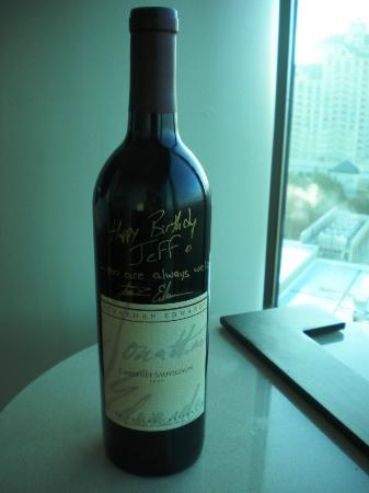 Jonathan Edwards Winery: Signed 2007 Cab