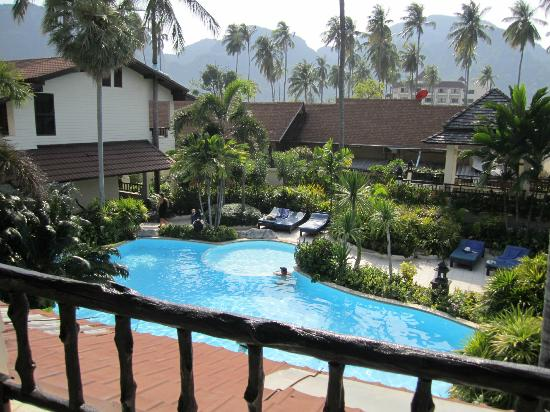 Phi Phi Banyan Villa: Pool view from a Banyan Wing Room
