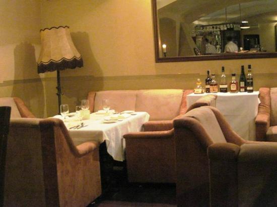 U Emy Destinnove: Brandy table