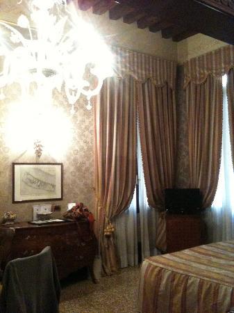 Hotel al Ponte dei Sospiri: Un peu sombre....
