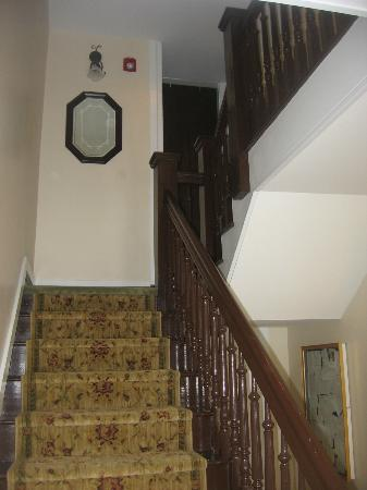 The Inn & Garden Cafe: Main stairway