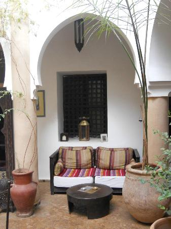 Riad Mur Akush : Hall