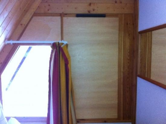 Les Villages Clubs du Soleil Arc 1800 : Fenêtre condamnée dans la chambre !