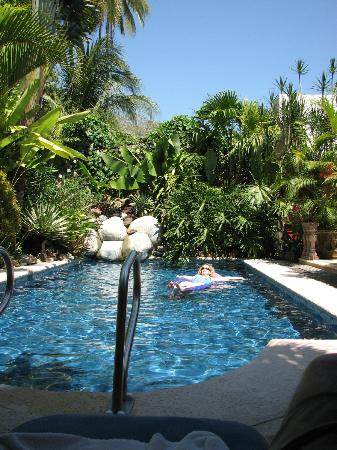 Casa Candiles Inn: Casa Candiles - floating in the pool