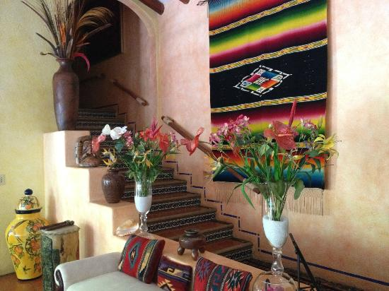 Casa Candiles Inn: Casa Candiles - Stairs leading up to the Bali and Sinaloa suites