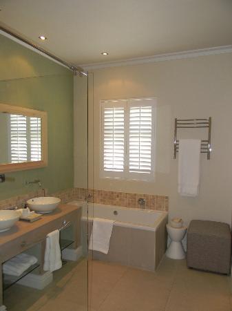 Sugar Hotel & Spa: Luxurious Bathroom...