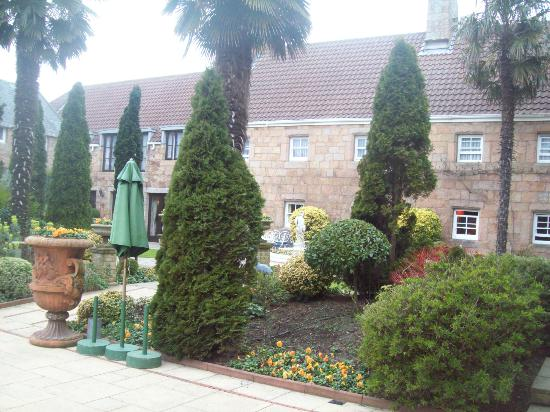 Greenhills Country Hotel: Hotel grounds