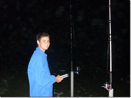 South Beach Inn: Night fishing on the beach!