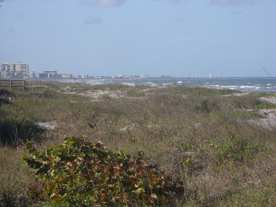 South Beach Inn: View looking toward Cocoa Beach
