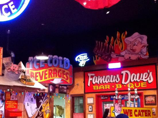 Famous Dave's Barbeque: Lots of neon and colorful signs to entertain you