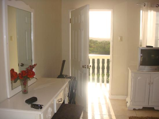 Retreat Guesthouse Luxury Suites: view in the room