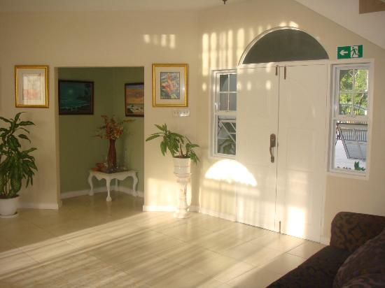 Retreat Guesthouse Luxury Suites: The main Entrance Area