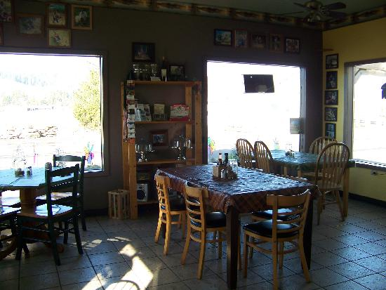 Back Country Cafe: Dining Room