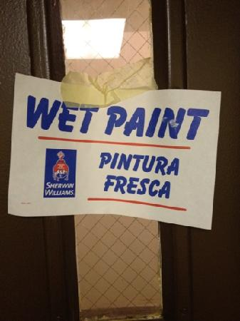 Comfort Inn Towson: wet paint smell everywhere!!!