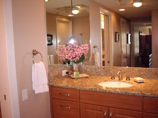 Kaanapali Alii: Unit 392 has two vanities in master bath and full second bathroom