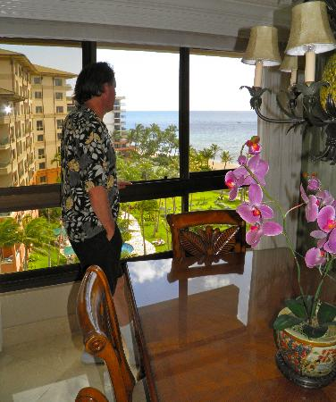 Kaanapali Alii: Unit 392 has mirror-enhansed views in dining area