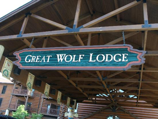 Welcome to Great Wolf Lodge Sandusky, OH. Your Great Wolf Lodge adventure begins in our massive, degree indoor water park. Splash the day away in over 33, square feet of water-packed excitement, including jaw-dropping slides for thrill seekers or zero-depth entry areas for little ones.
