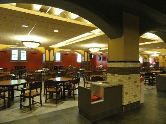 Union Club Hotel: Food Court in the Union