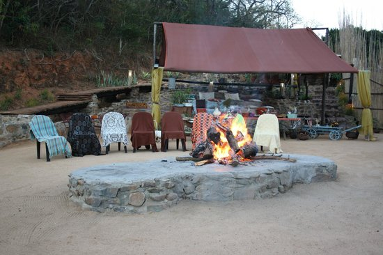 Nkwathle Bush Camp: Barbecue pit