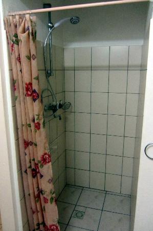 Black Durgon Inn: Shower