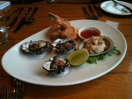 Hallam's Waterfront Restaurant: sampler for 2; delicious!