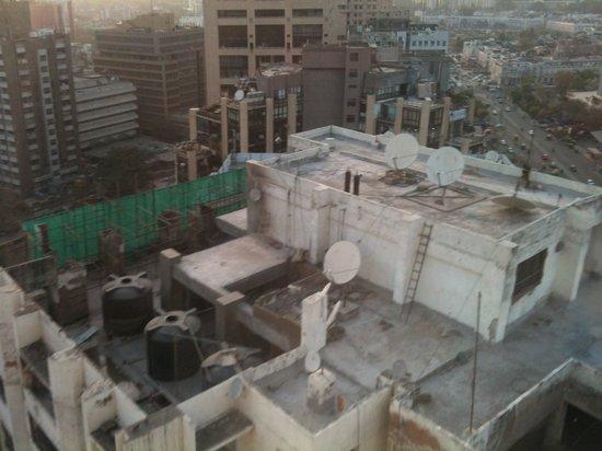 The Hans New Delhi:                                     Blick aus dem Hotel 1/2