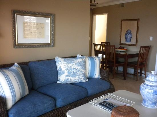 Casa de Balboa Beachfront: Living Room and dining area in background