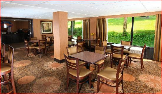 Baymont Inn & Suites Branson: Breakfast Room