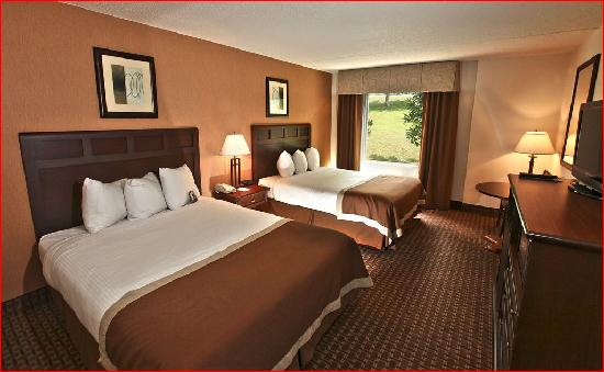 Baymont Inn & Suites Branson - On the Strip: Double Queen