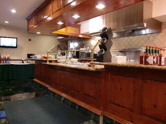 Ayres Suites Ontario Mills Mall: Breakfast area