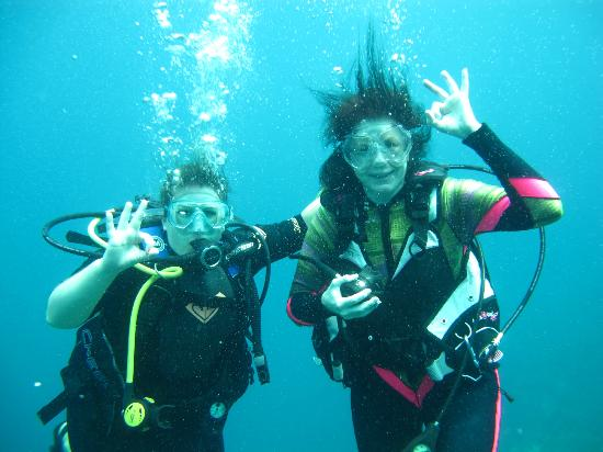 Mango Inn: Shelley and I Diving Utila!