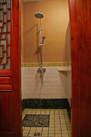 หยางซั่ว เมาเท่น รีทรีท: New Builsing Shower, Standard Queen ROom, Yangshuo Mountain Retreat, Yangshuo China