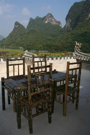 Luna Cafe Yangshuo: Moon Hill views at Luna Rooftop Italiand Restaurant at Village Inn, Yangshuo China