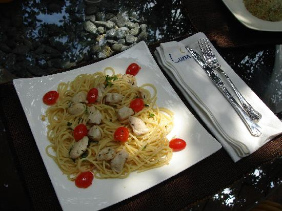Luna Cafe Yangshuo: Pasta at Luna Rooftop Italiand Restaurant at Village Inn, Yangshuo China