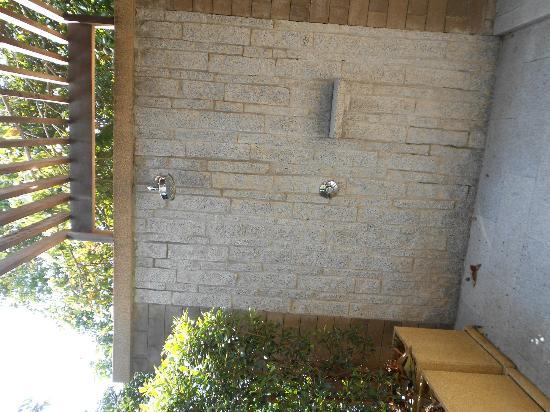 Paresa Resort Phuket: outdoor shower