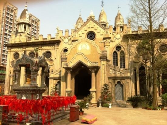 Gude Temple of Hankou: View of the different architectural styles of the Gude Temple