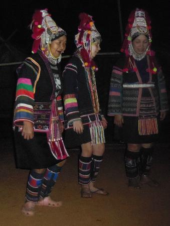Akhajulyah Guesthouse: dance