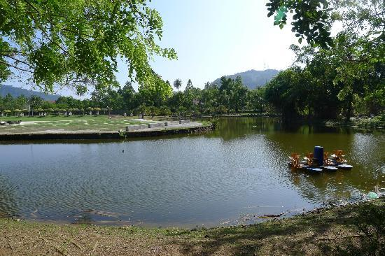 Langkawi Legend Park: Small lake in the park