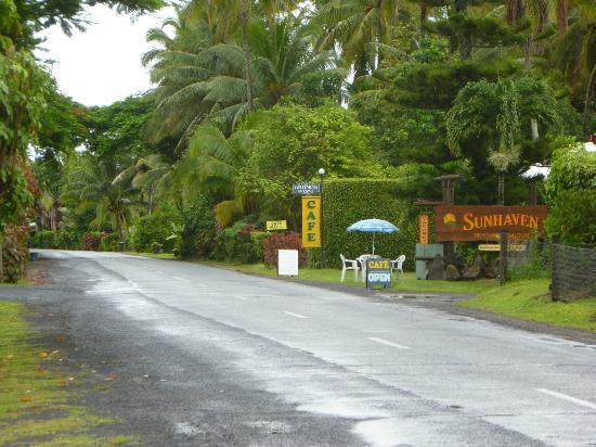 Sunhaven Beach Bungalows: Road view