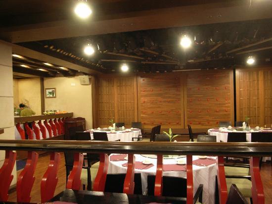 Shanghai Hotel: ビュッフェ式の朝食。中華、和食、洋食とそろう。目玉焼きとキャベツのサラダが美味でした。
