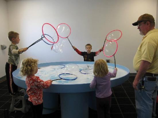 Explora Science Center and Children's Museum of Albuquerque: Creating bubbles